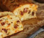 Pan de chorizo queso manchego aceitunas y tomates secos