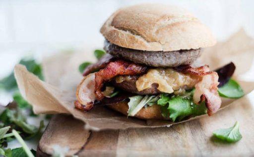 hamburguesa de carne y queso manchego