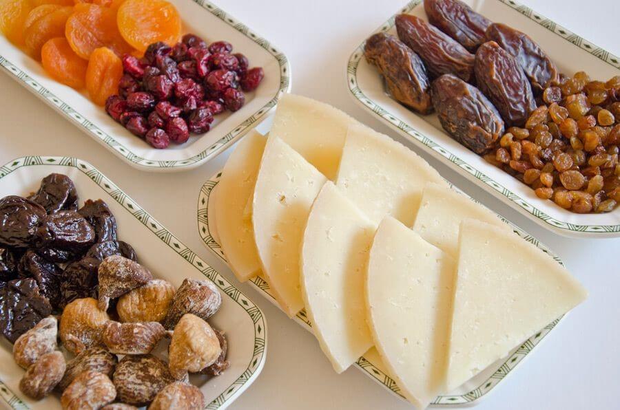 queso manchego y frutos secos